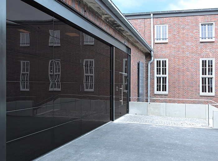 Glass garage doors are they possible the garage door for Sectional glass garage door